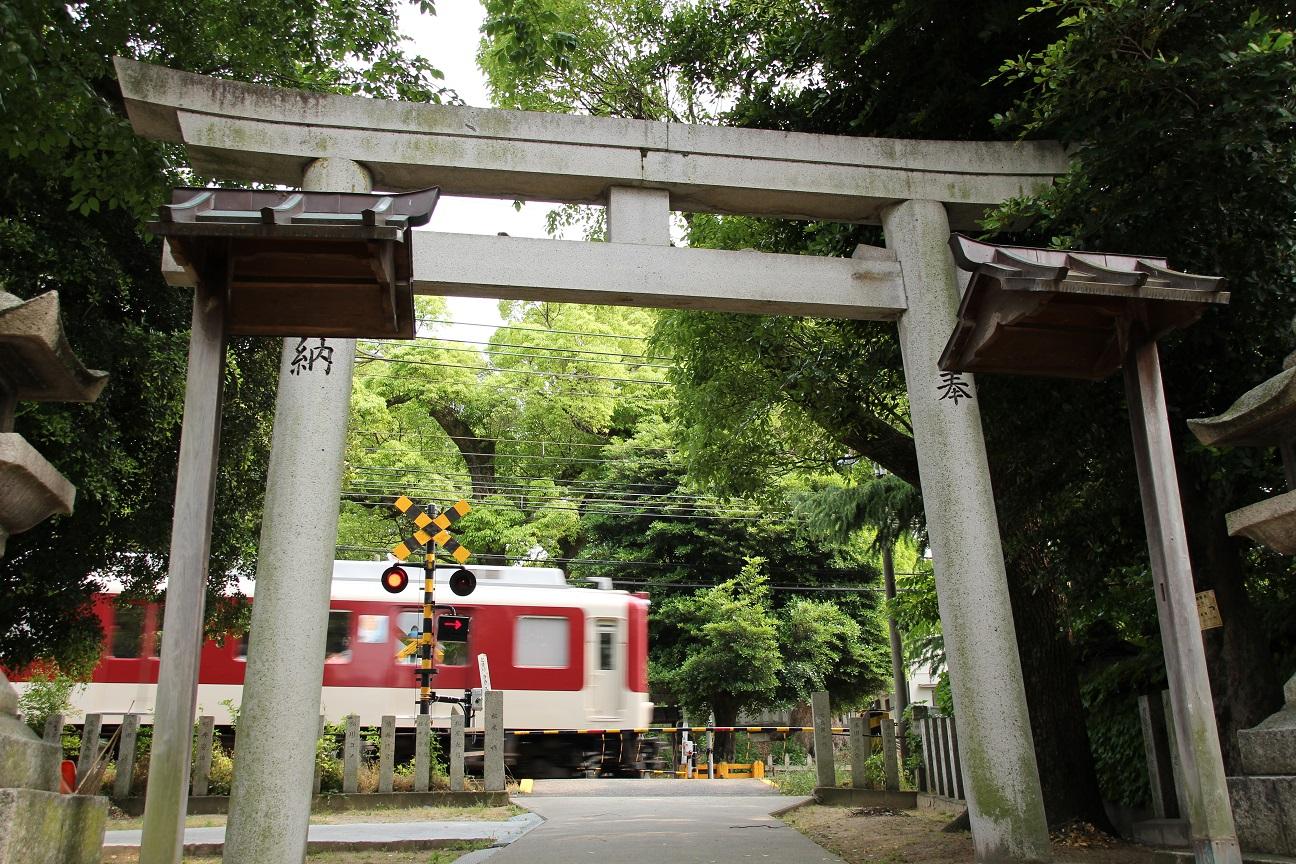 澤田八幡神社 境内の中を電車が走る神社(大阪府藤井寺市)